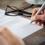 Predlog pogodbe o zaposlitvi in prijava v sistem socialnih zavarovanj sta obvezi delodajalca