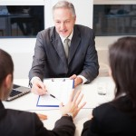 Kako se v primeru finančnih težav z banko usesti za mizo – 1. del